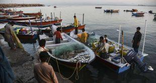 تصاویر زندگی دشوار ماهیگیران در بندر چابهار